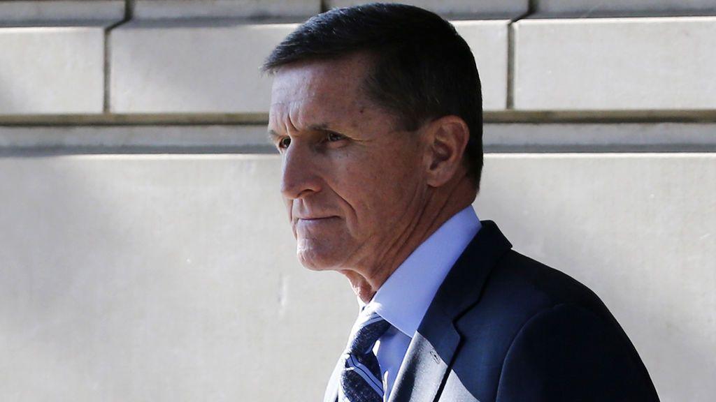 """Flynn confirma que un """"alto miembro de la campaña de Trump"""" le pidió que contactara con Rusia"""