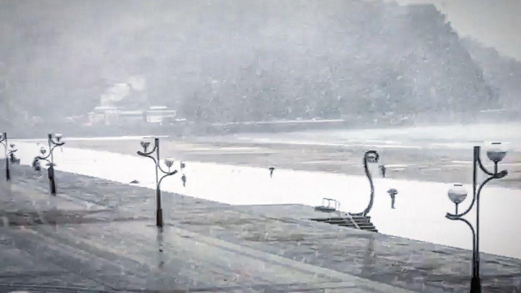 ¡Nieve en la playa de Zarautz!