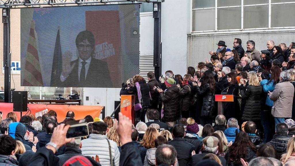 Vista del acto de Junts per Catalunya en el que se ha presentado su candidatura para las elecciones del 21D en un acto en el que el candidato a la presidencia, Carles Puigdemont, huido de la justicia en Bélgica, ha intervenido por videoconferencia