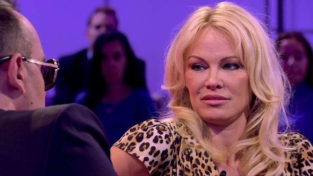 Pamela Anderson habla del acoso sexual, Cataluña, 'Playboy' pero hay algo a lo que se niega contestar