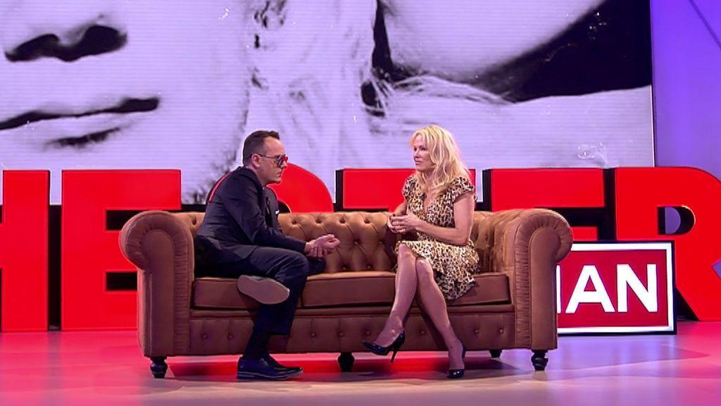 Pamela Anderson habla sobre España con Julian Assange: ¿Qué opinan sobre Cataluña?