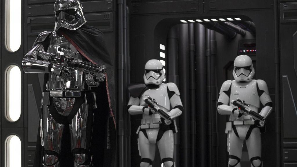 Las espadas láser, el disfraz de Darth Vader y el robot BB-8 Sphero entre los objetos de Star Wars que arrasan