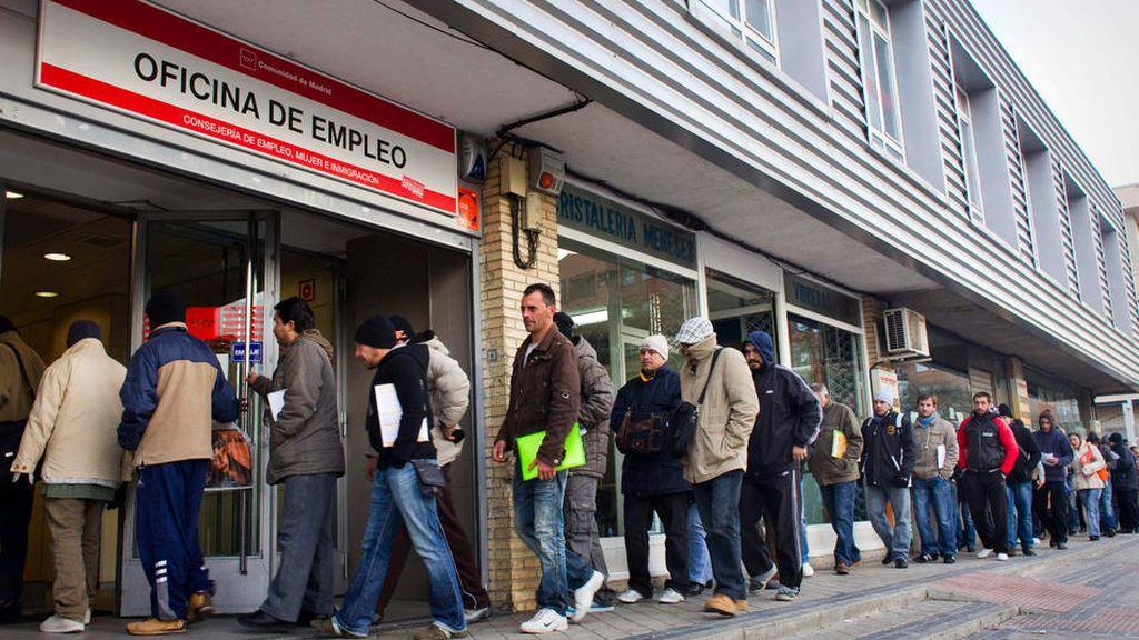 El paro sube en noviembre en 7.255 personas, con Baleares y Cataluña a la cabeza