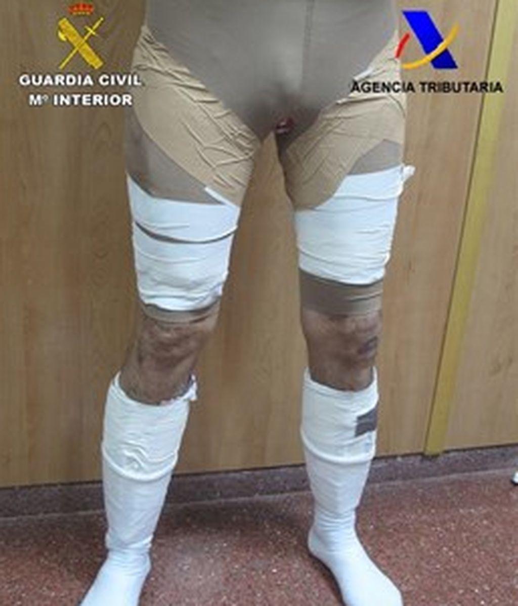 Detenido un viajero en El Prat con 2,7 kilos de cocaína adosados a las piernas
