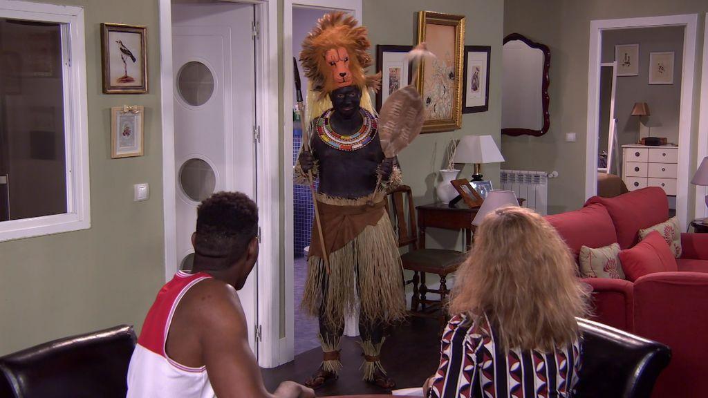 Antonio se disfraza de guerrero zulú para reconquistar a Berta