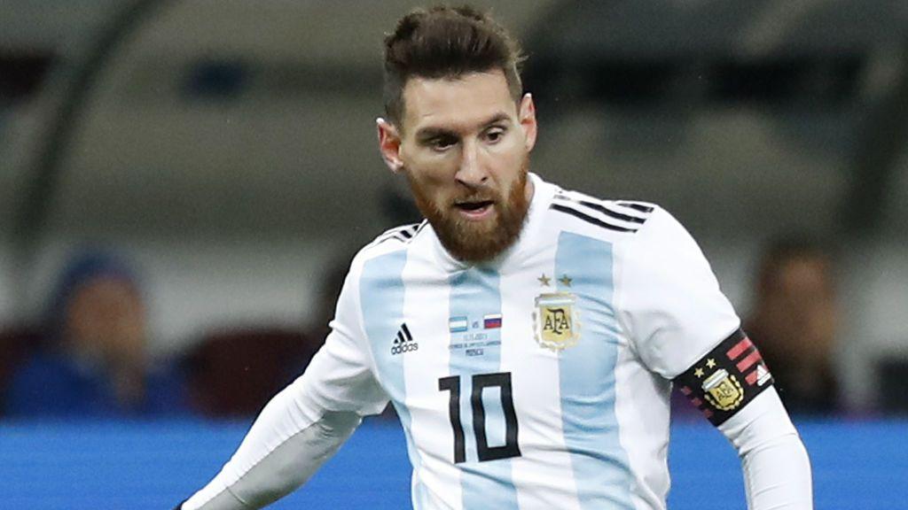 ¡Lamentable! Le cortan las piernas a la estatua de Messi en Argentina