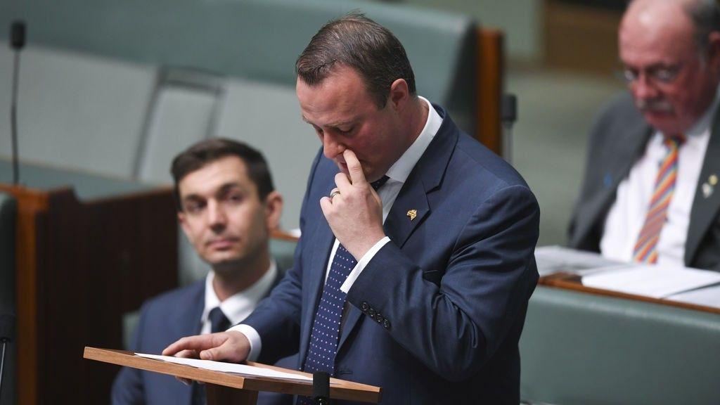 Un parlamentario australiano propone matrimonio a su pareja durante el debate sobre el matrimonio homosexual