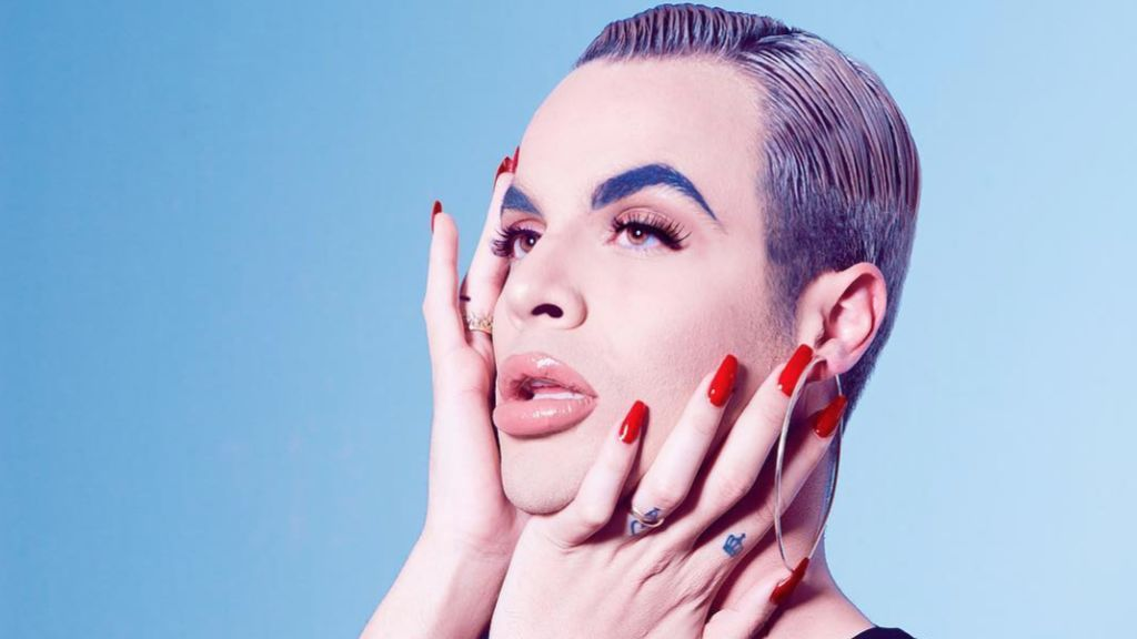 Jedet, el artista genderfluid que empezó enseñando a maquillarse y ahora es un icono (pop) de la igualdad