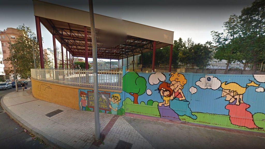 Málaga prohíbe a 40 niños jugar en el patio de su colegio y pondrá policías para controlar que se cumple