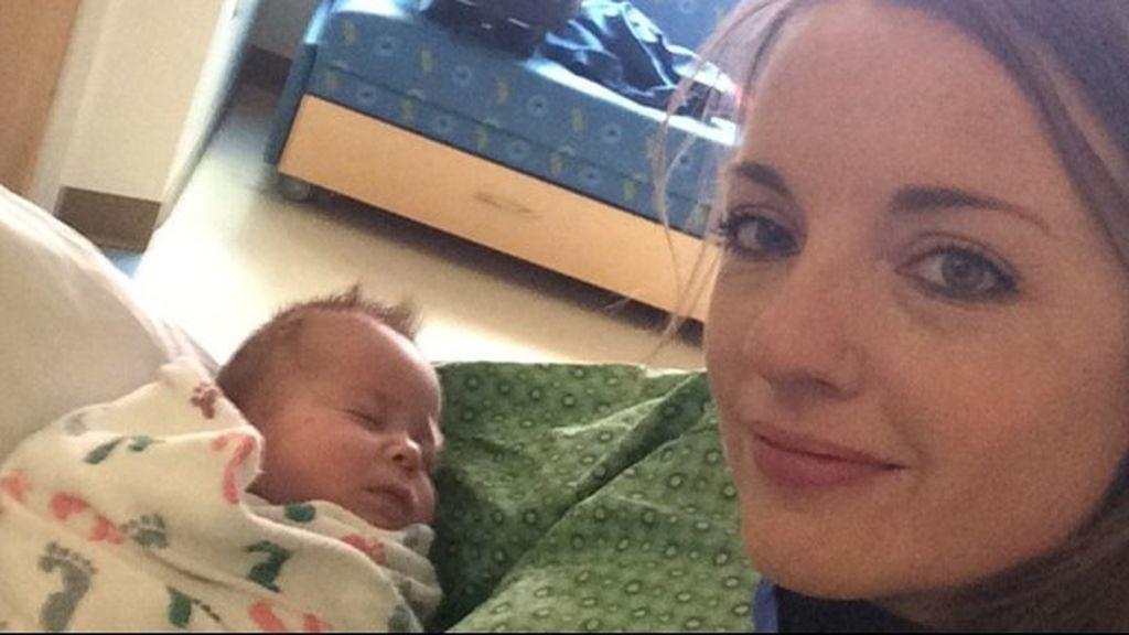 La policía de Colorado se turna para acunar al bebé de una compañera en el hospital