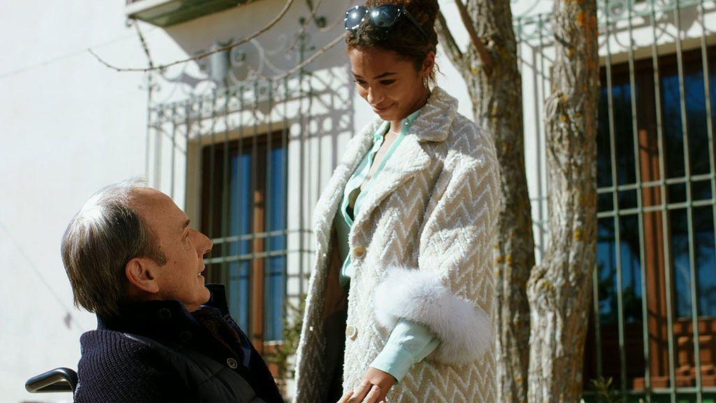 Lucía conoce a Joao Ferreira y a su mujer María