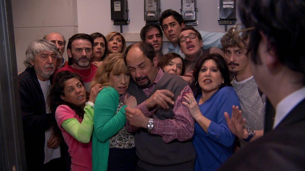 ¡Patricio el conserje secuestra a todos los vecinos de Montepinar!