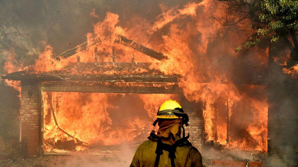 Ya son 27.000 los evacuados a causa de un incendio forestal en California