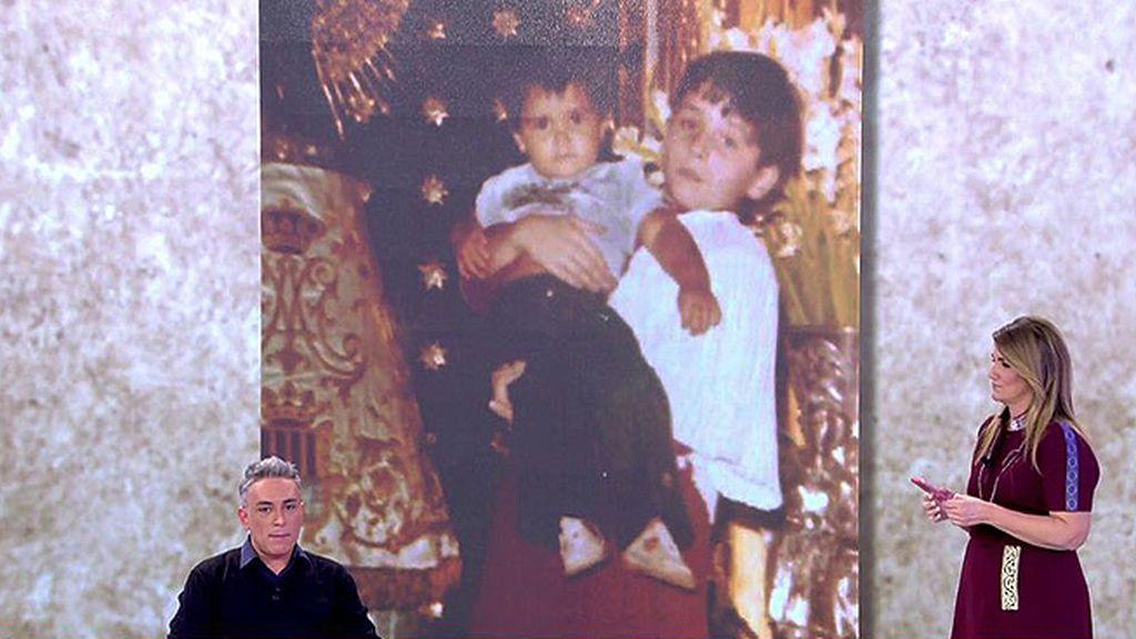 Kiko Hernández nos muestra la foto... ¡de su hermana!
