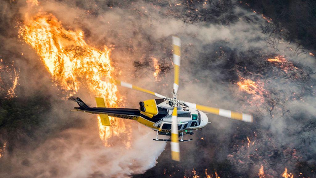 Las llamas siguen fuera de control en California, con más de 200.000 personas evacuadas