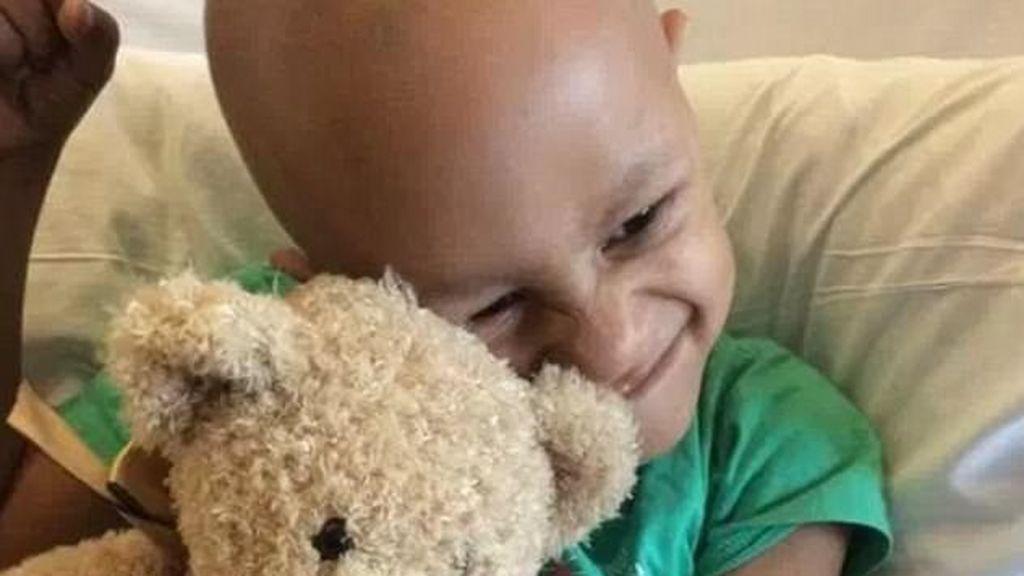 Jason es, con 5 añitos, el superviviente más joven del mundo del cáncer testicular