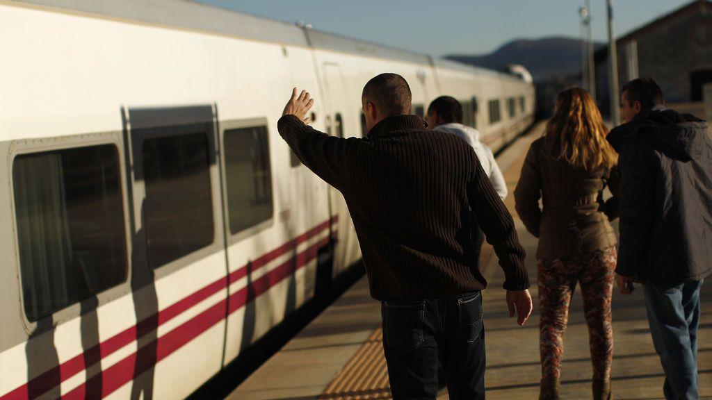 """Un niña se queda """"tirada"""" en Segovia después de que sus familiares no pudieran bajar del tren"""