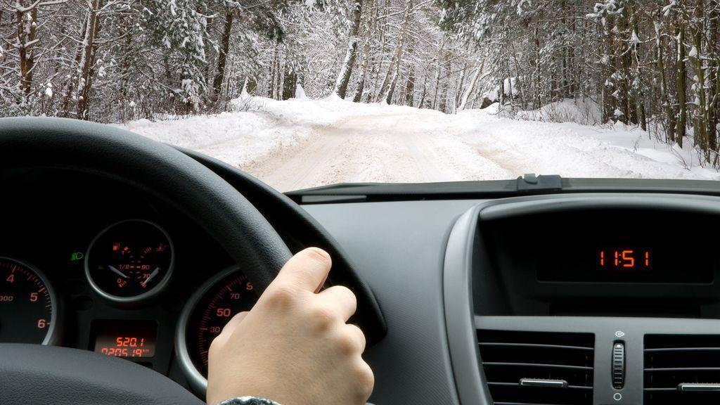 El buen estado del vehículo es clave para la seguridad durante el invierno