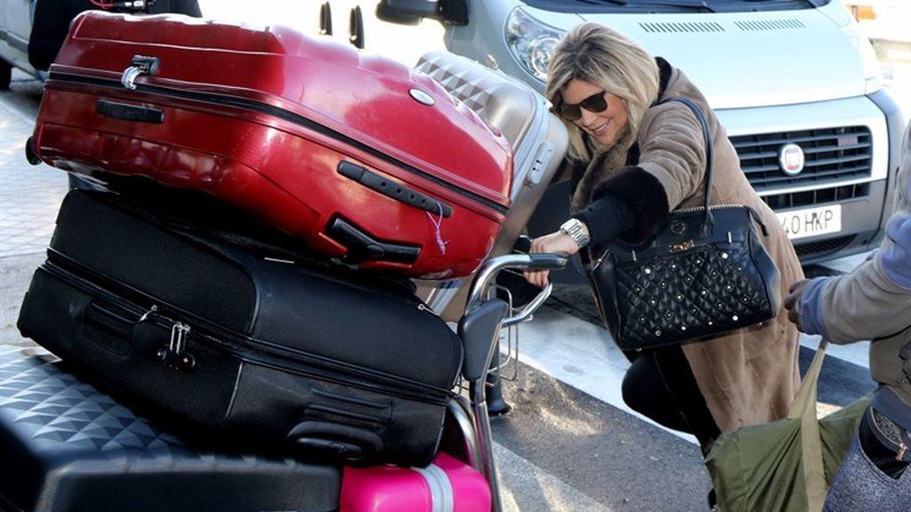 Terelu Campos llegando al aeropuerto para poner rumbo a Nueva York.
