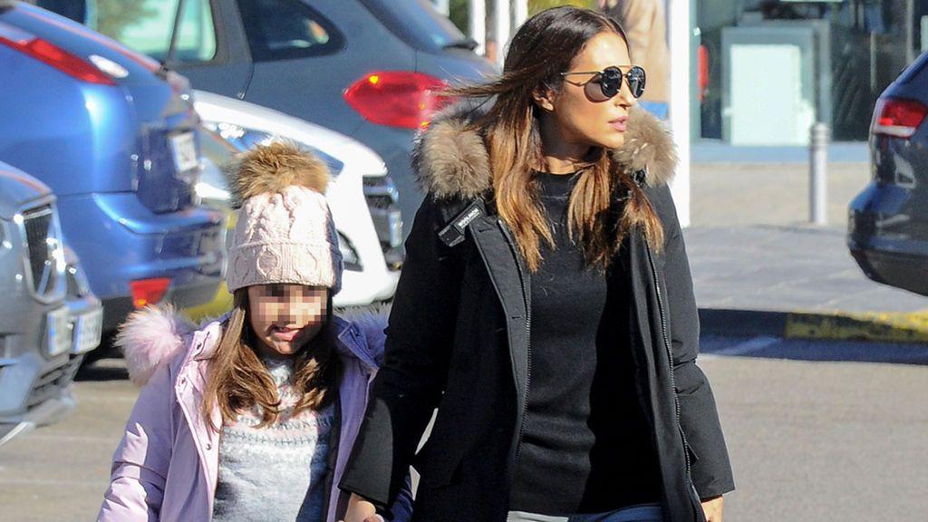 Botines forrados y abrigo con capucha: Daniella y Paula Echevarria dos 'trendsetters' combatiendo el frio
