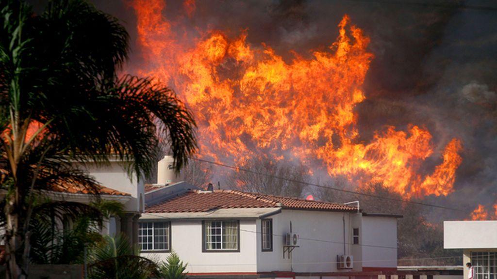 Los incendios arrasan por cuarto día consecutivo California