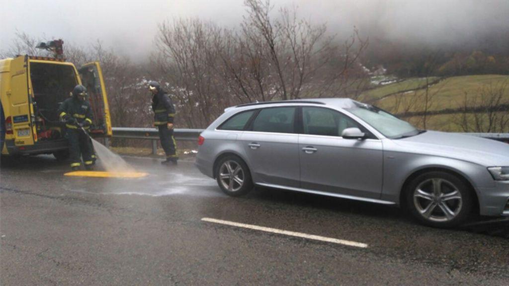 Fallece un conductor tras caerle encima del coche una piedra en Asturias