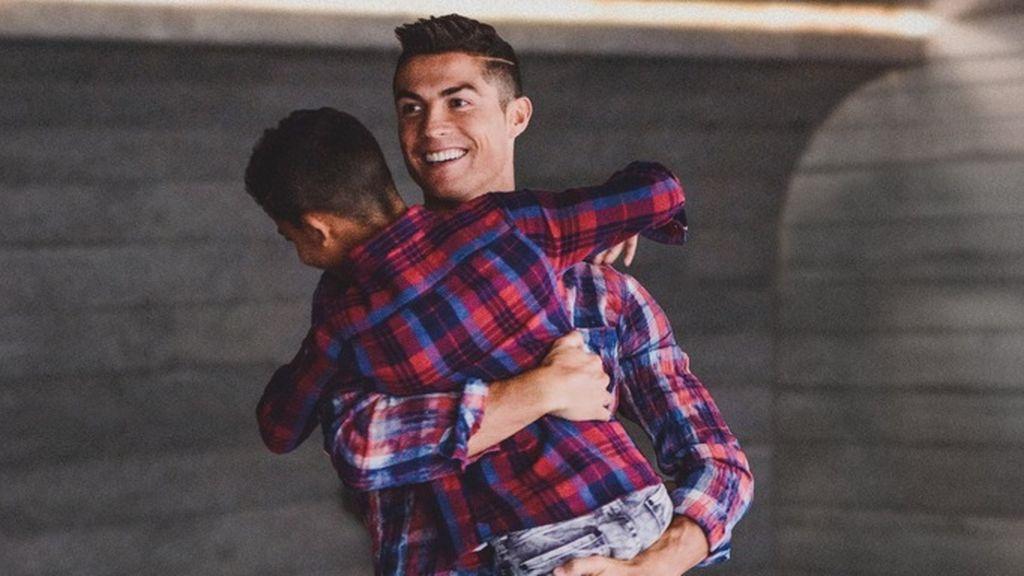 """Cristiano y su lado íntimo tras ganar el Balón de Oro: """"Mi hijo me dice que va a ser mejor que yo"""""""