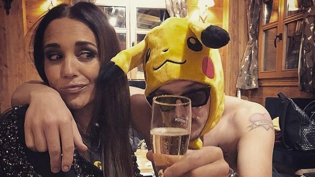 La foto más inesperada de Paula Echevarría: ¡Junto a un Pikachu semidesnudo!