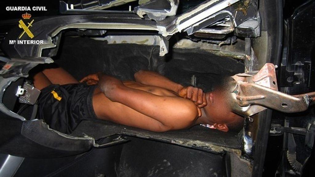 Detenido un hombre en Melilla que llevaba a un menor oculto en el salpicadero
