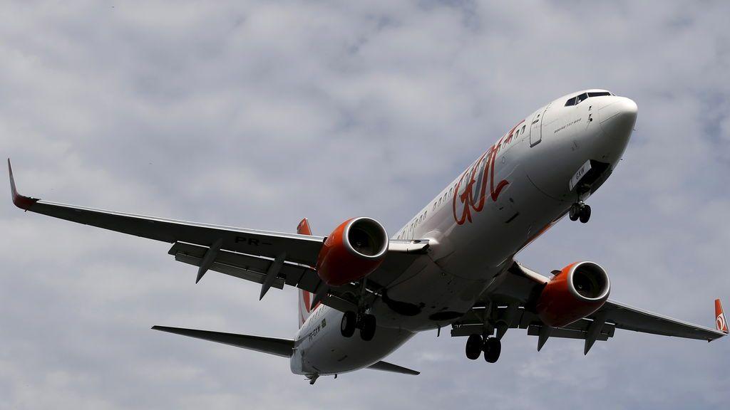 Acusado de eyacular sobre una mujer en un avión  y afirmar que fue un ataque de tos