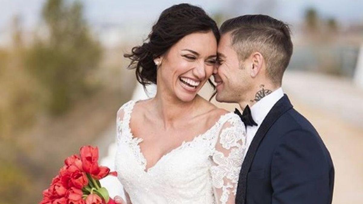 Álvaro Bautista se casa con una modelo de MotoGP tras pedirle matrimonio en una rueda de prensa