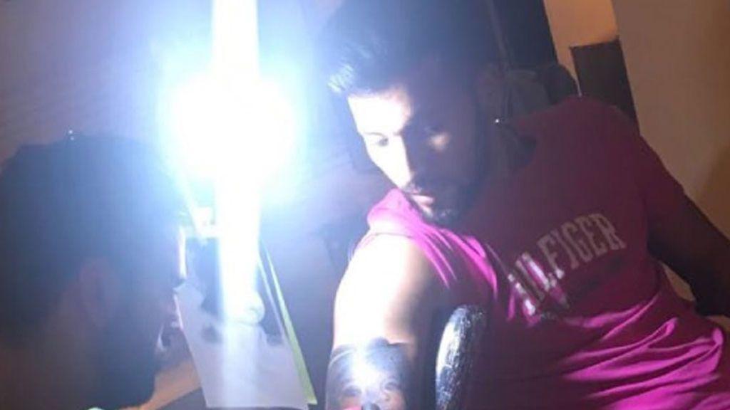 """Ezequiel Garay se tatúa el rostro de su hija Shaila en el brazo: """"Impresionante"""" 💉"""