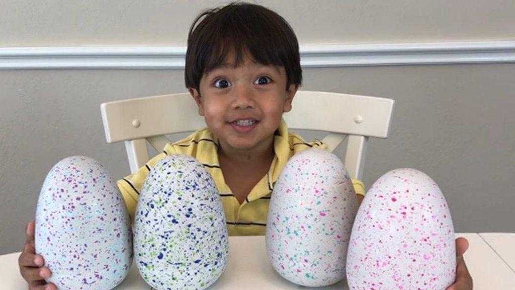 Un niño de seis años gana más de 9 millones de euros revisando juguetes en Youtube