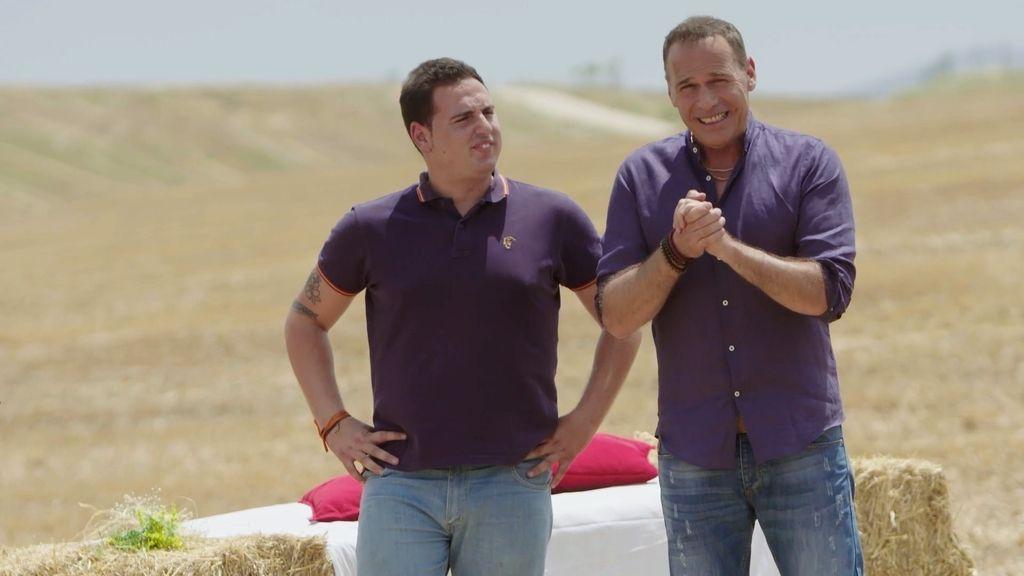 Sigi, participante en la quinta y sexta edición de 'Granjero busca esposa', junto al presentador Carlos Lozano.
