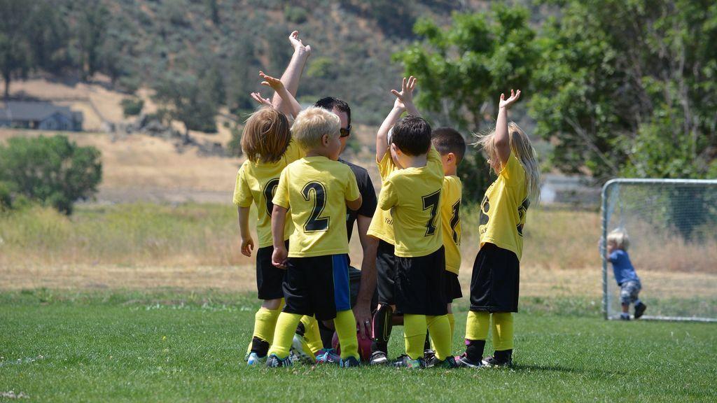 Los cinco beneficios del juego dentro del deporte para los niños
