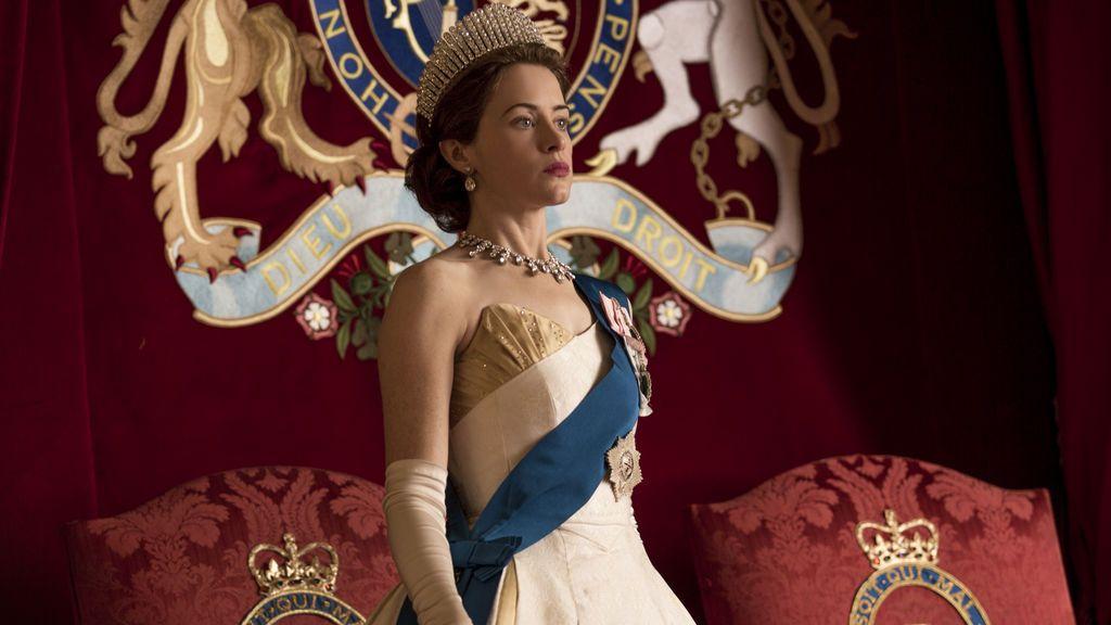 Claire Foy interpreta a la reina Isabel II de Inglaterra en 'The Crown'.