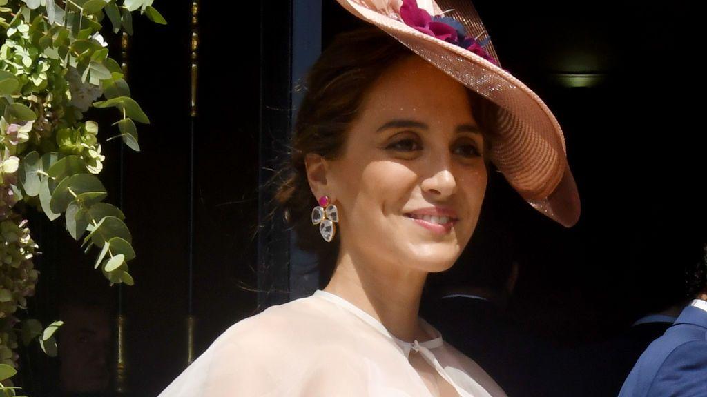 Pavos reales bordados y corona de flores: el vestido de Tamara Falcó en la boda de su hermana Ana, al detalle