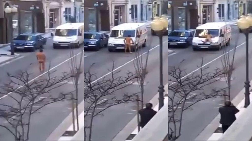 Detenido un hombre que dañó y se lanzó desnudo contra varios vehículos en Tudela