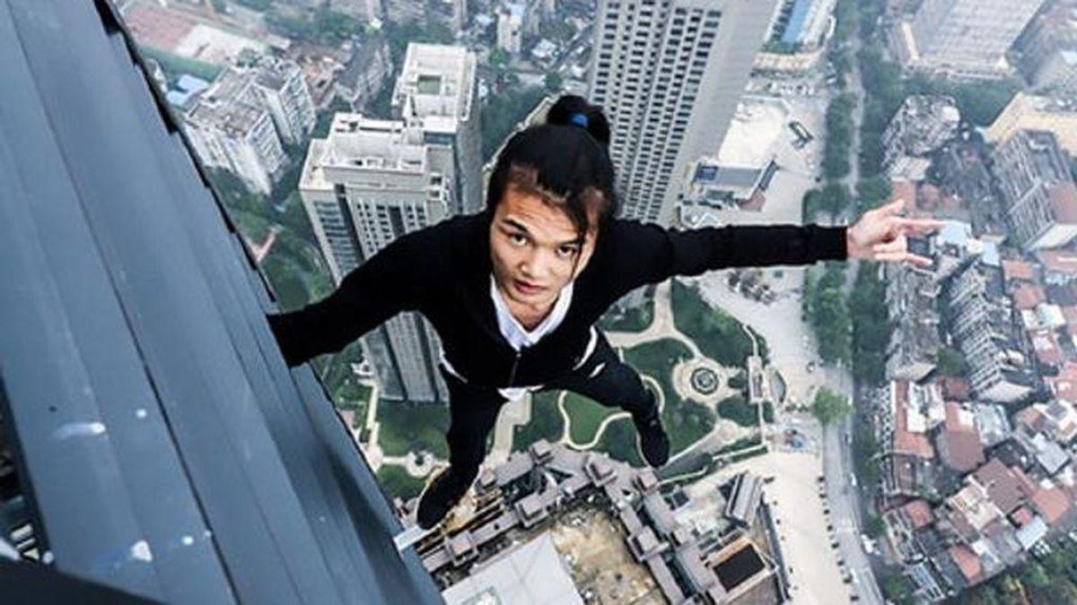 muerte en directo de Wu Yongning, acróbata e 'influencer' chino, al caer de un rascacielos mientras grababa un vídeo