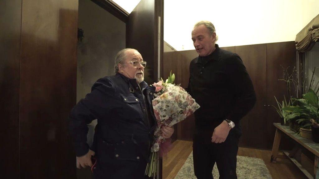 Reconciliación total: Arévalo se planta en casa de Bertín con un ramo de flores