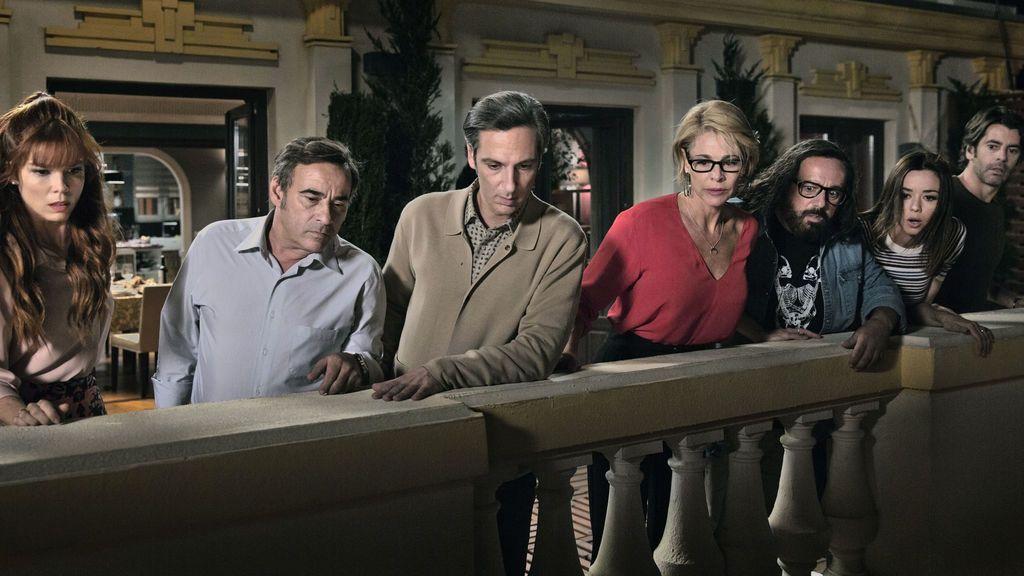 Los protagonistas de 'Perfectos desconocidos' Juana Acosta, Eduard Fernández, Ernesto Alterio, Belén Rueda, Pepón Nieto, Dafne Fernández y Eduardo Noriega.