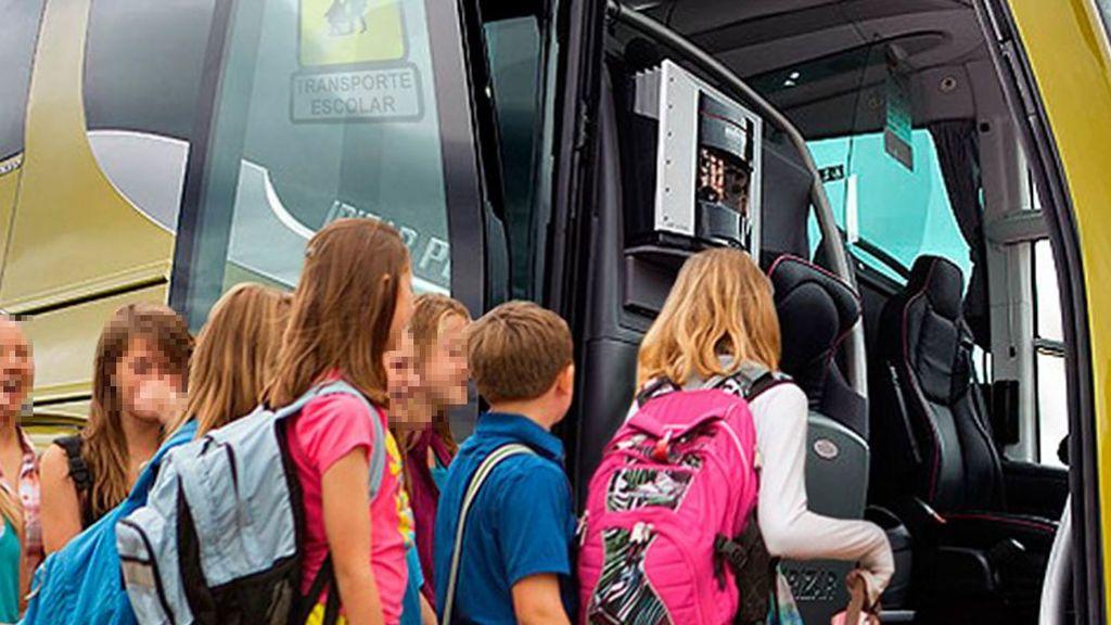 Investigan por qué una niña de tres años permaneció cinco horas encerrada en un autobús escolar