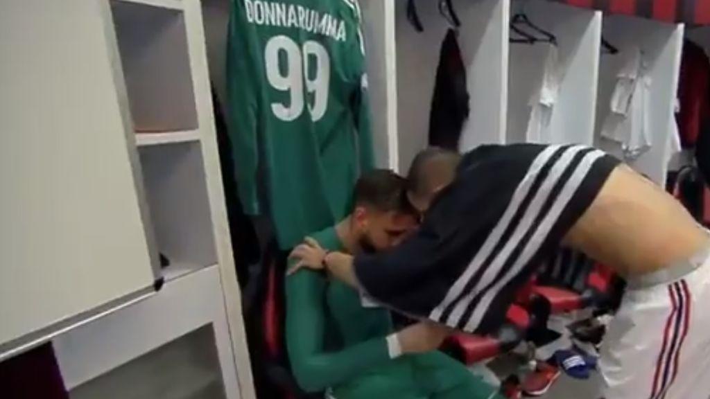 Los ultras del Milan cargan e insultan a Donnarumma y... rompe a llorar en el vestuario