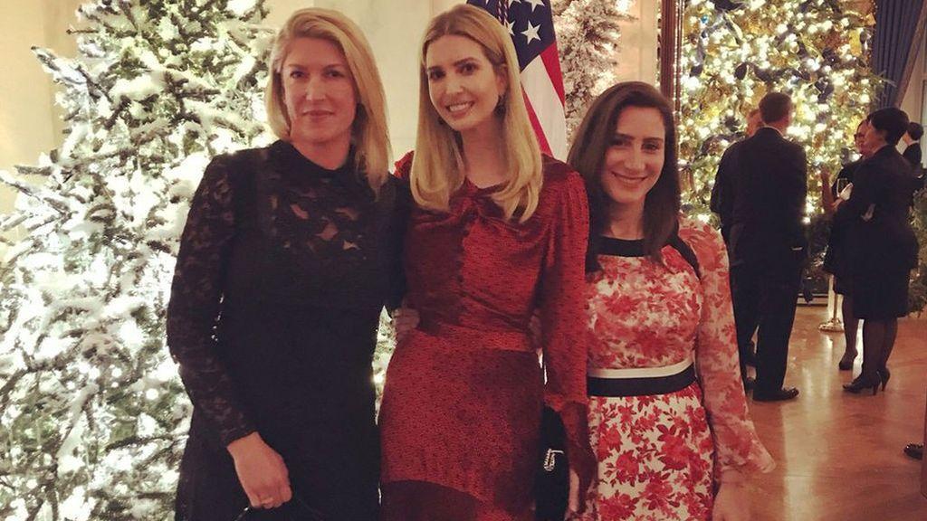 Ivanka Trump 'traiciona' a su padre en la felicitación de Navidad