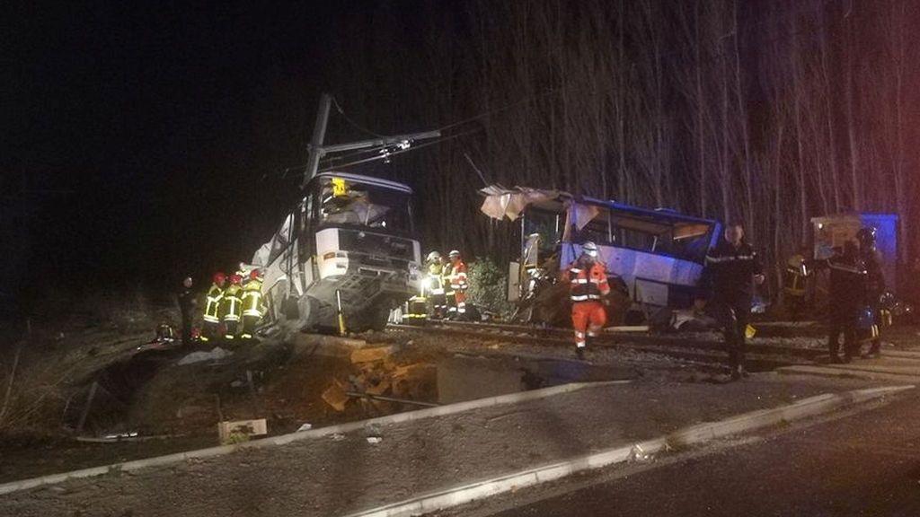 Cuatro adolescentes fallecidos por el choque entre un tren y un autobús en el sur de Francia