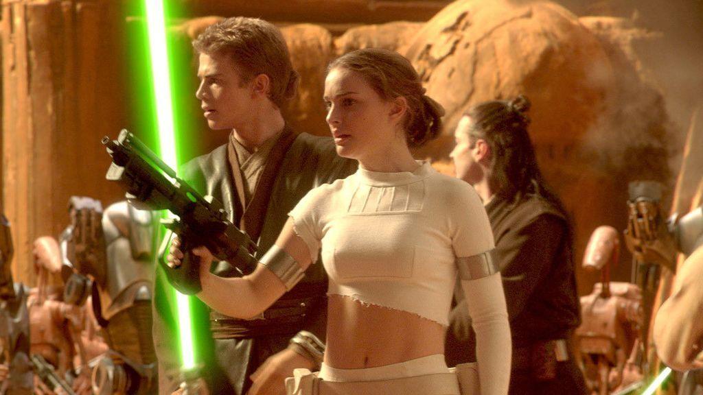 Hayden Christensen y Natalie Portman protagonizan 'Star Wars, Episodio II: El ataque de los clones'.