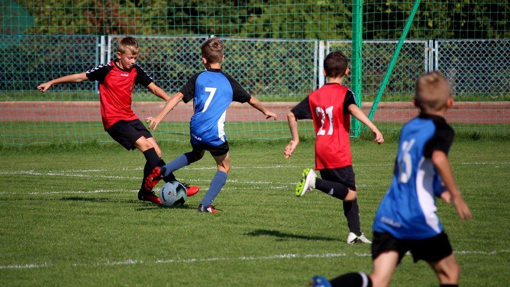 ¡Demostrado! Jugar al fútbol mejora el desarrollo de los huesos en chicos adolescentes
