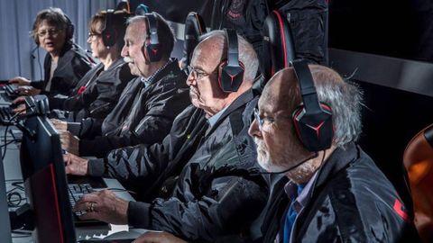 Resultado de imagen de abuelo gamer