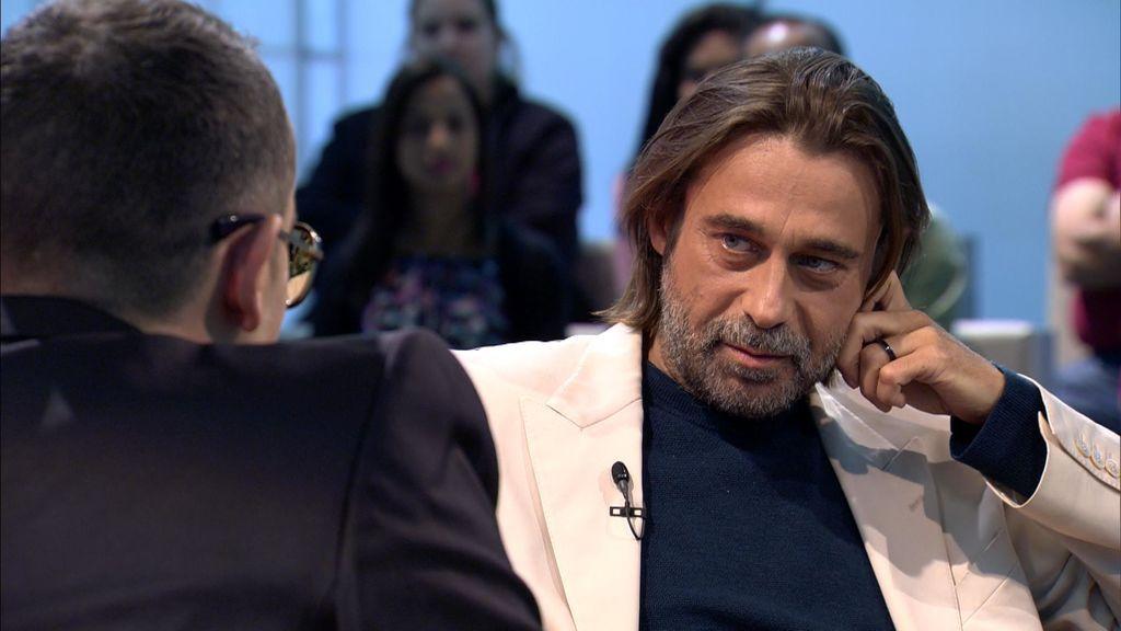 El actor Jordi Mollà conversa con Risto Mejide en 'Chester freedom'.