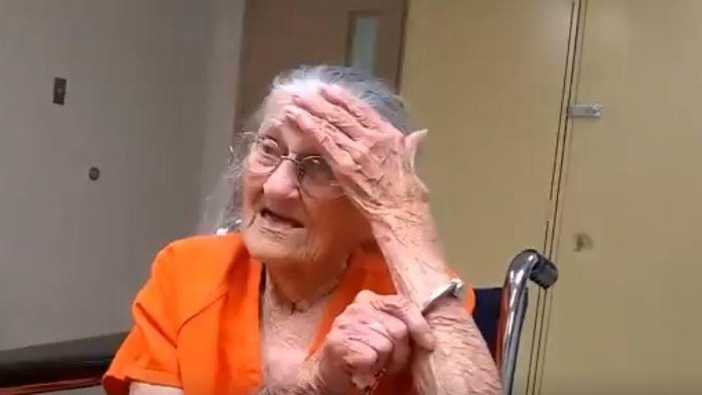Una mujer de 93 años es detenida y esposada por no pagar el alquiler de su hogar
